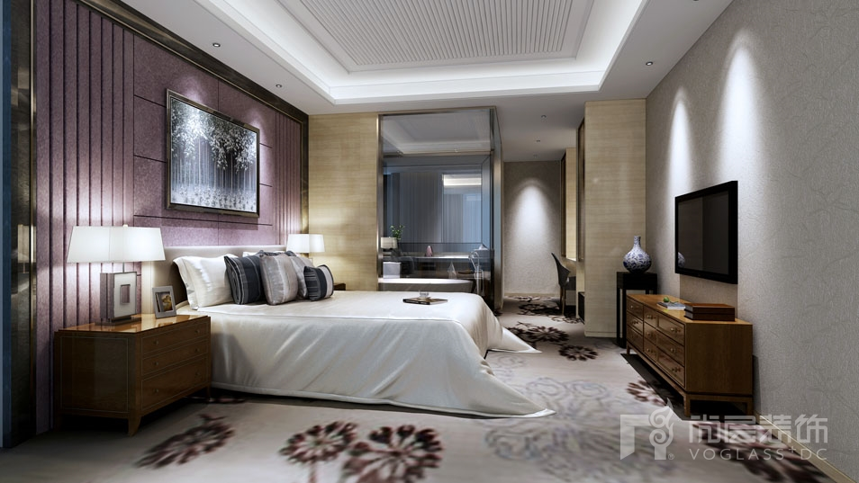 米灰色的石材墙面高雅,精致,蓝色沙发及黄色靠枕又给客厅增添了