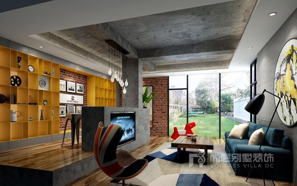 休闲室不仅采光充足,门外就是业主大院子,局部的陈设饰品点缀亮色,本