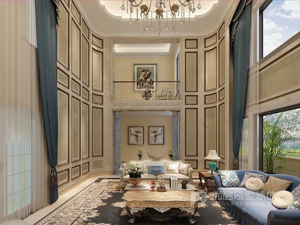这块独栋别墅设计客厅绝对是欧式风格的集中体现,通过挑高空间、水晶灯、复古花纹、流苏窗帘、实木雕工等装饰体现出华贵的效果,在装修色彩上,采用明黄、米白等古典常用色来营造富丽堂皇的效果,设计中也加入了不少现代元素,简洁有序的护墙板、时尚的沙发、金色的栏杆,整体上都很贴合我们现代人的需求。