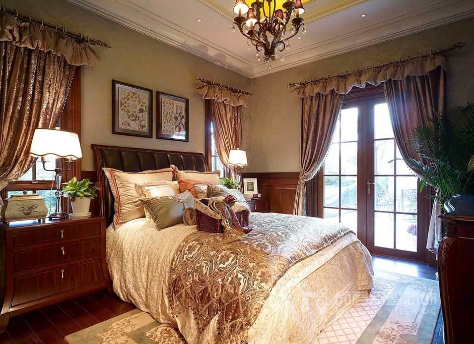 客厅为圆形造型,以半圆的格局设计落地窗,可以更加全面的采集阳光