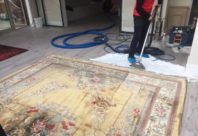 尚层别墅装修管家采用德国技术清洁地毯