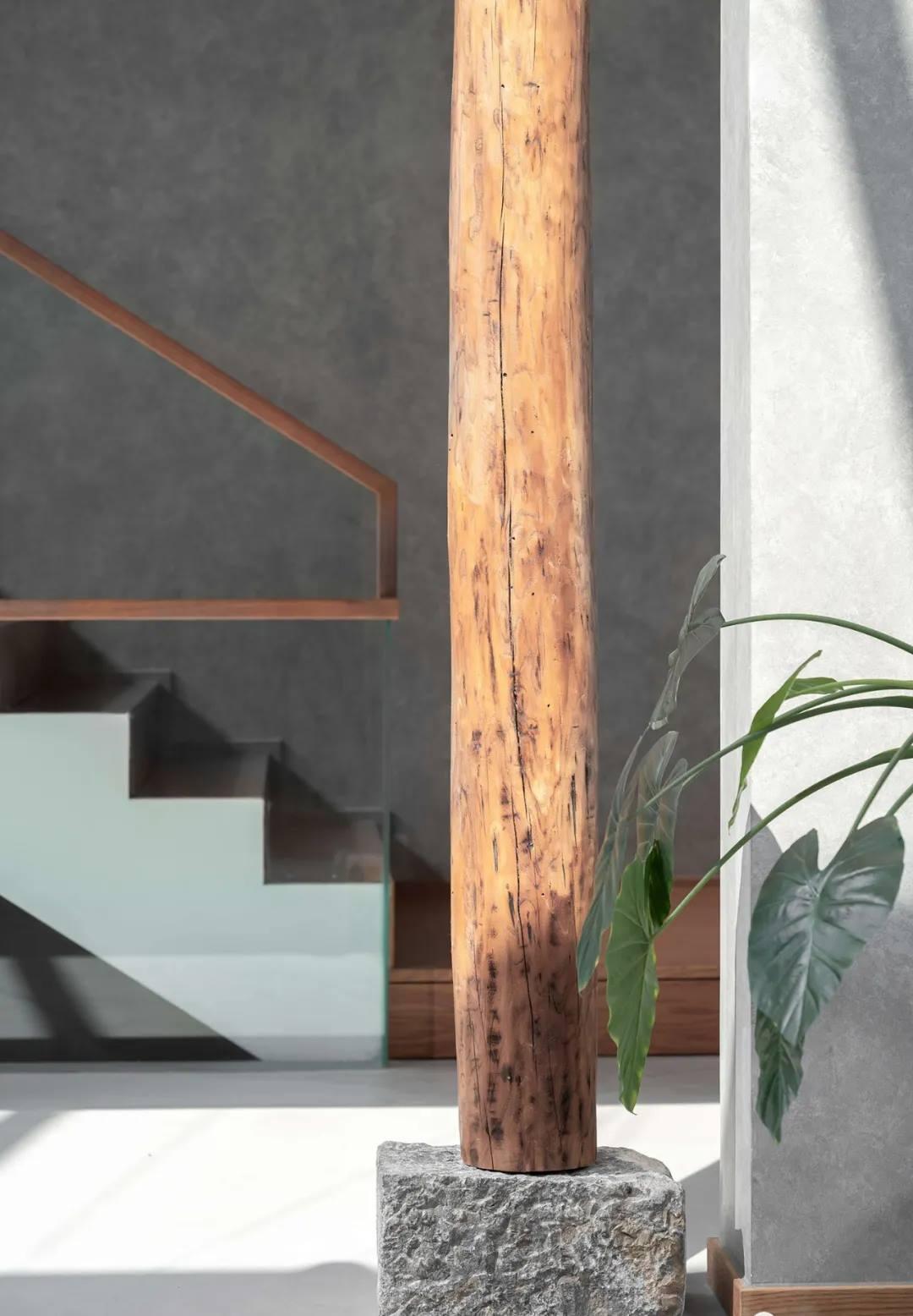 尚层别墅装修业主家楼梯装修设计