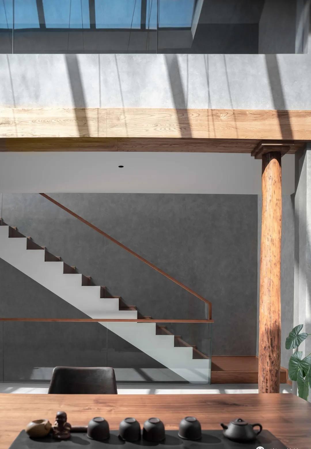 尚层别墅装修业主家极简风楼梯装修设计