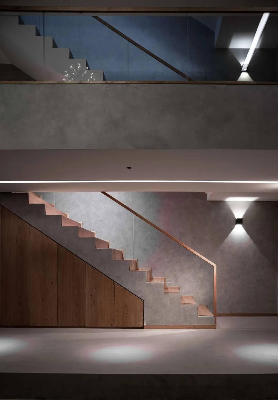 尚层别墅装修业主家地下室楼梯改造效果