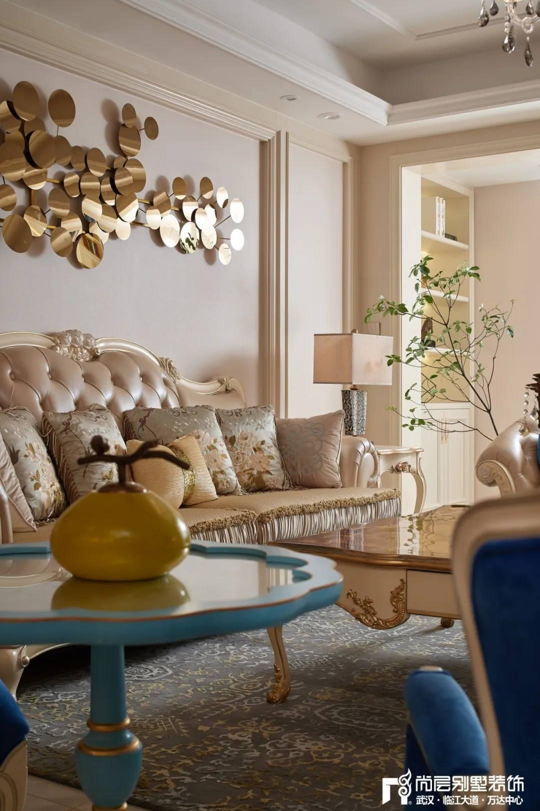 尚层别墅装修轻奢法式风客厅装饰条设计