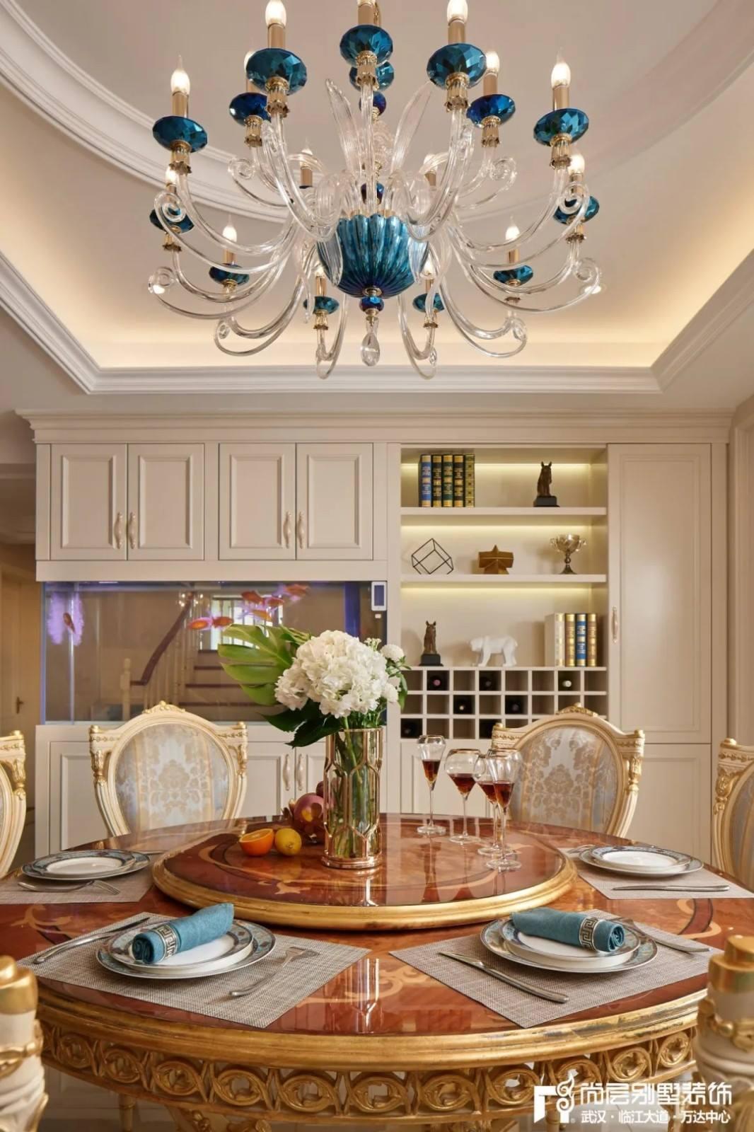 轻奢法式风别墅餐厅装修设计