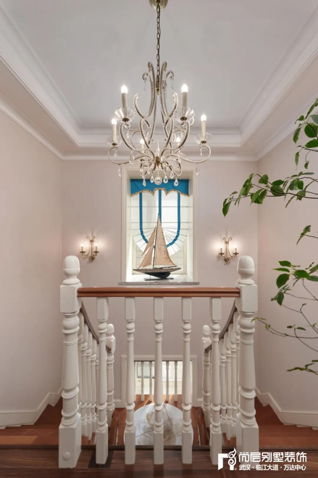 尚层别墅装修轻奢法式风楼梯装修效果