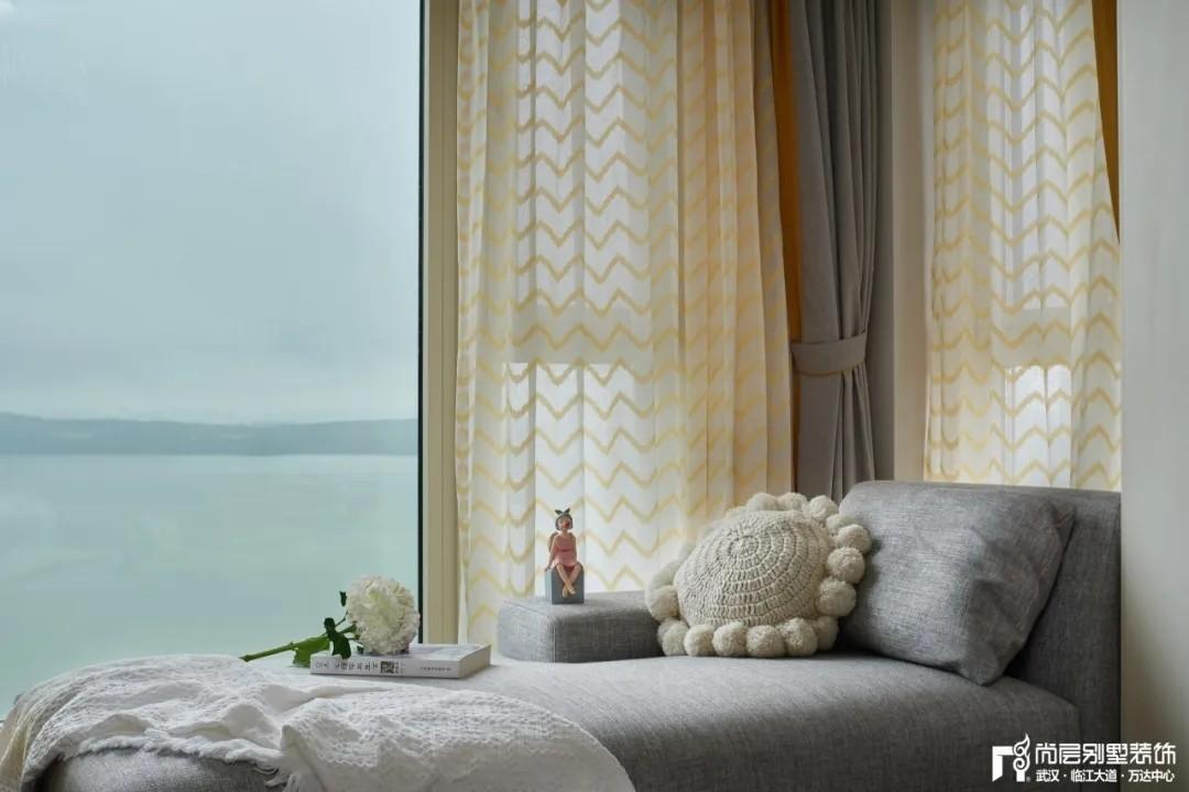 尚层别墅装修轻奢法式风次卧室飘窗设计