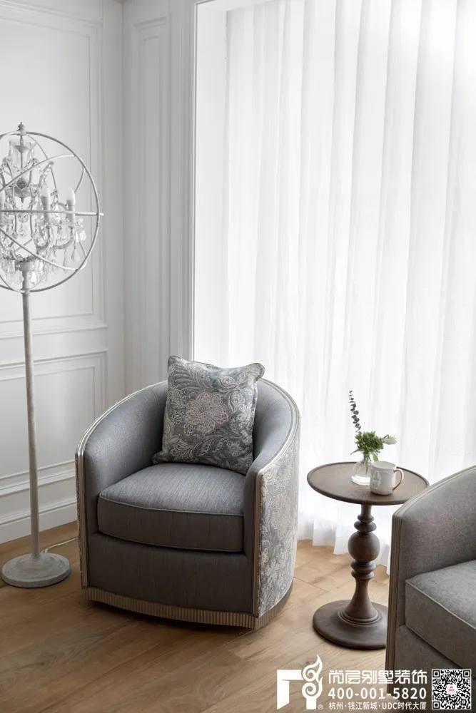 尚层装饰400平别墅美式风格卧室休闲区设计