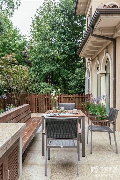 380㎡現代美式風格別墅花園空間設計